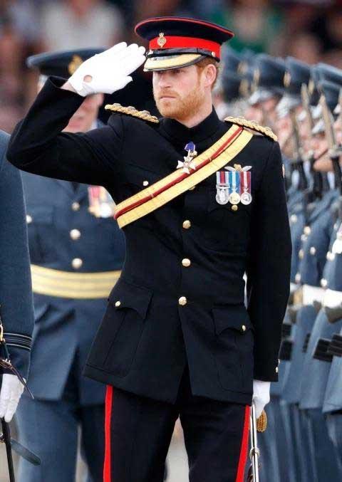 1-pangeran-harry-seragam-militer