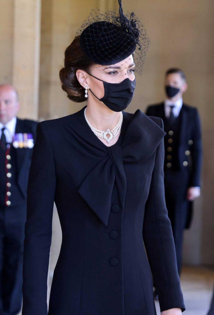 penampilan-gaya-perhiasan-kate-middleton-di-pemakaman-pangeran-philip