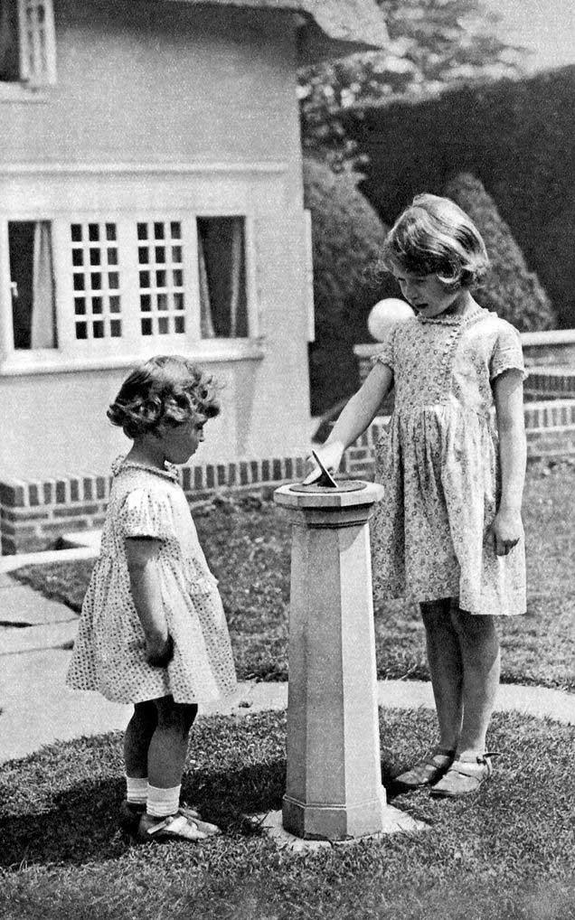 gaya putri charlotte mirip dengan ratu elizabeth muda 1