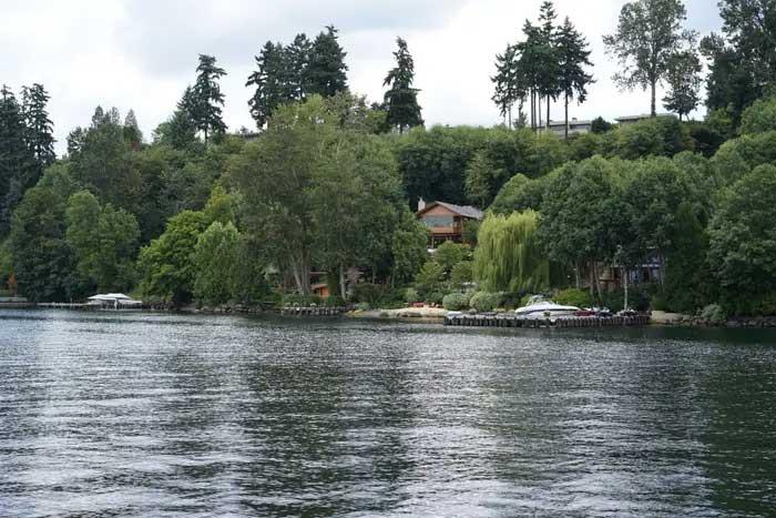rumah bill gates di tepi danau 1